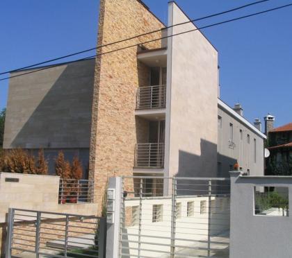 Izgled prednje fasade sa pogledom na glavni ulaz