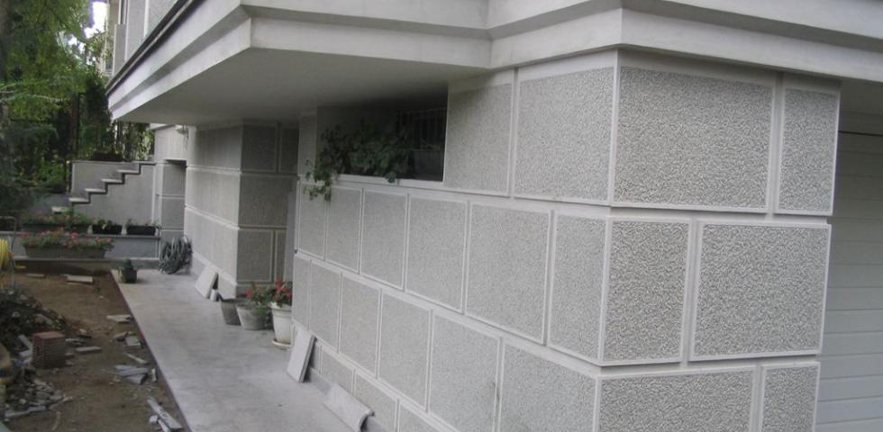 Izgled blokovske podele nutnama-kanelurama u delu prizemlja objekta, ovakva podela je kasnije aplicirana prilikom izrade ugaonih pilastera.