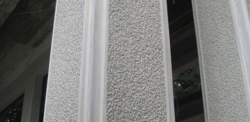 Detalj stuba uaza koji je radjen u dva sloja, sa kombinacijom završne obrade pikovanjem I štokovanjem